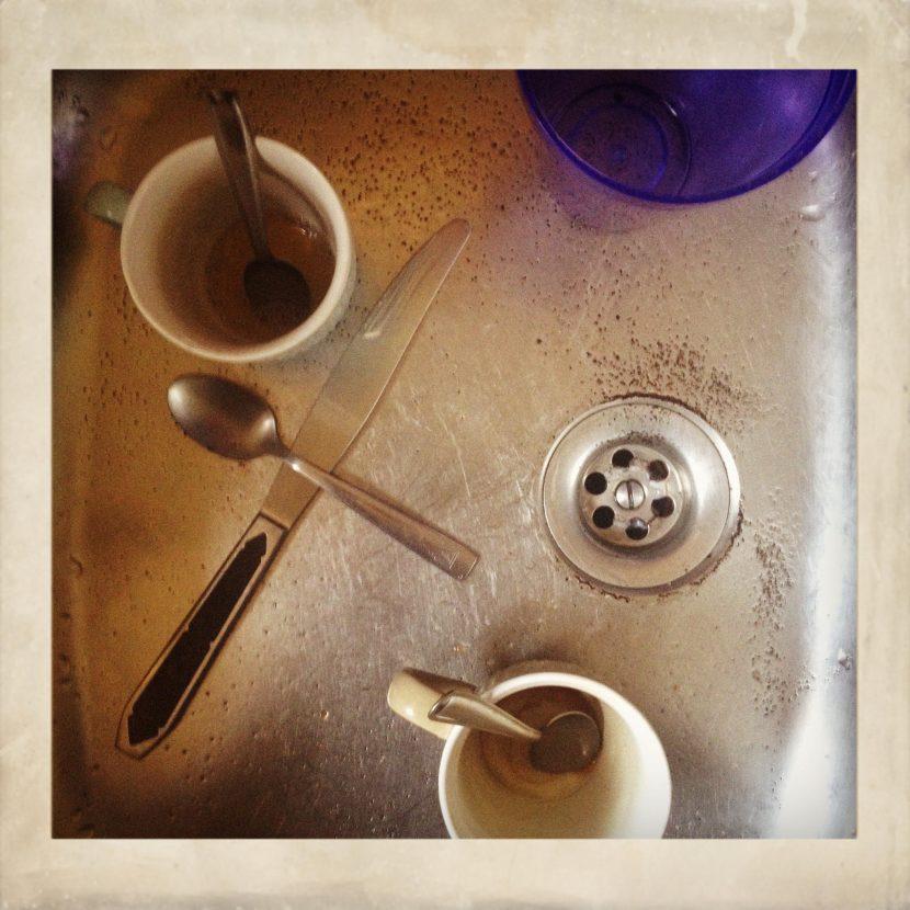 la photo naze du jour, de la vaisselle dans un évier !