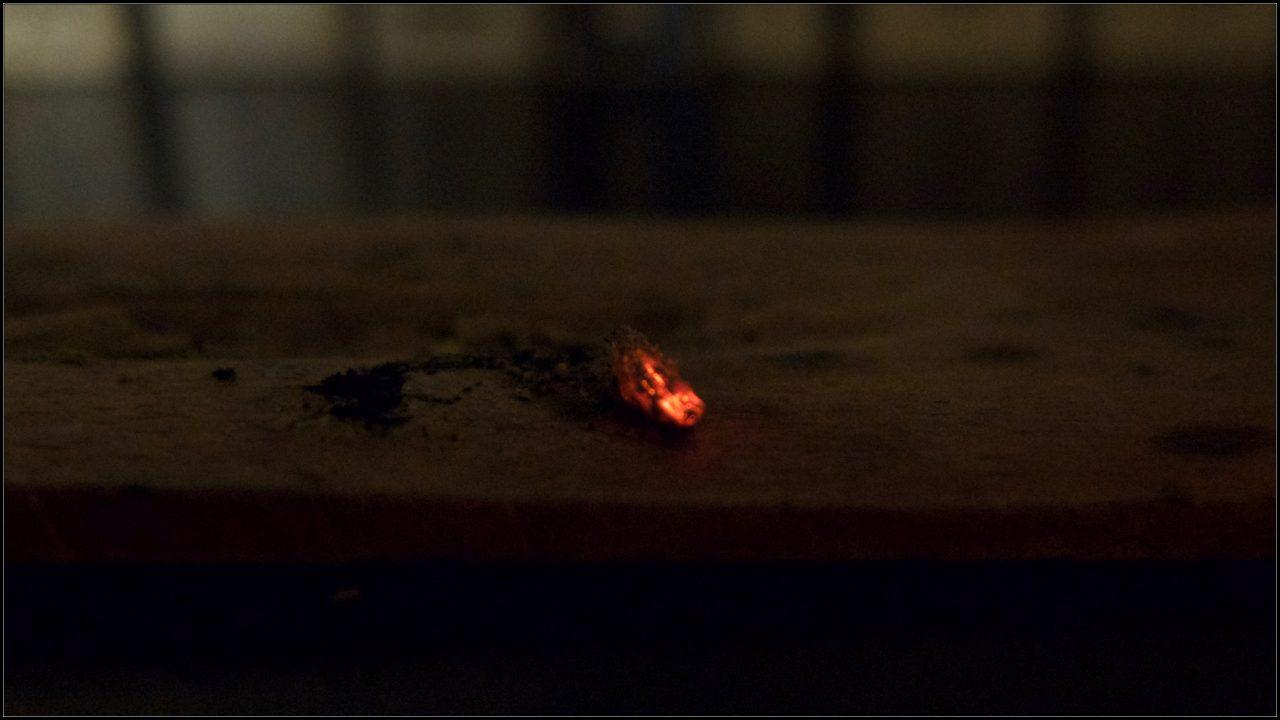 Braise de bâtonnet d'encens.