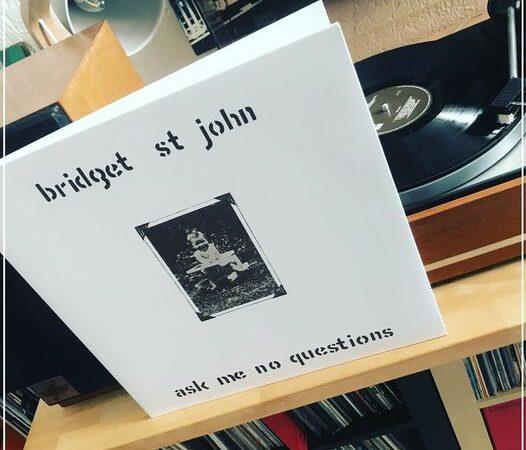 Ask me no questions – Bridget St John